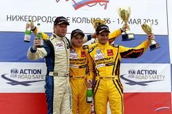 Ильдар Рахматуллин, Renault, второй, Михаил Митяев, Lada, победитель, и Дмитрий Брагин, Lada, третий
