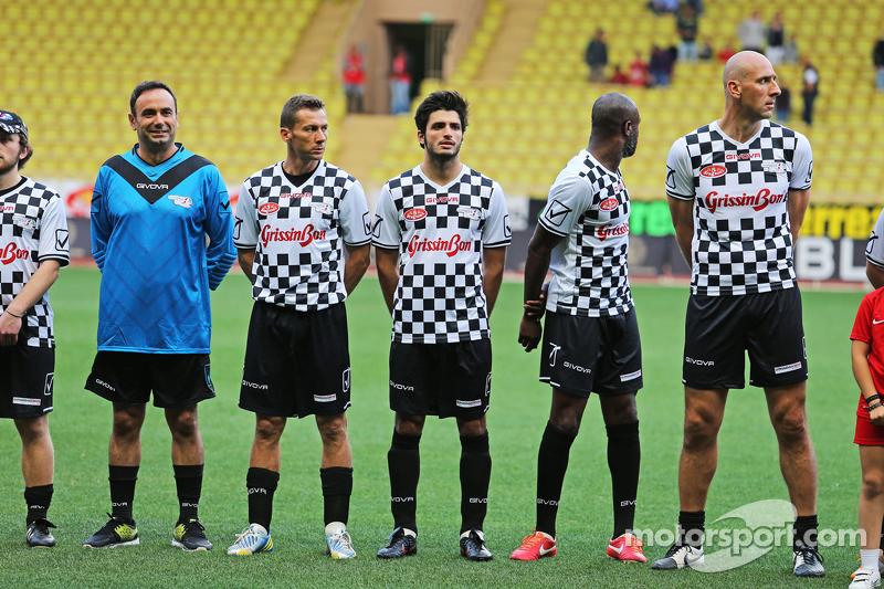 Carlos Sainz jr., Scuderia Toro Rosso, bei einem Fußballspiel für den guten Zweck