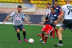Will Stevens, Manor F1 Team, tijdens de voetbalwedstrijd voor het goede doel