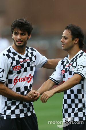 (I a D): Carlos Sainz Jr. Scuderia Toro Rosso y Felipe Massa Williams en el partido de fútbol a bene