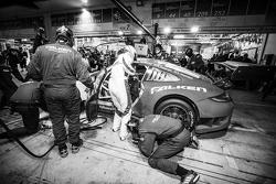 Boxenstopp für #44 Team Falken Tire, Porsche 997 GT3 R: Peter Dumbreck, Wolf Henzler, Martin Ragginger, Alexandré Imperatori
