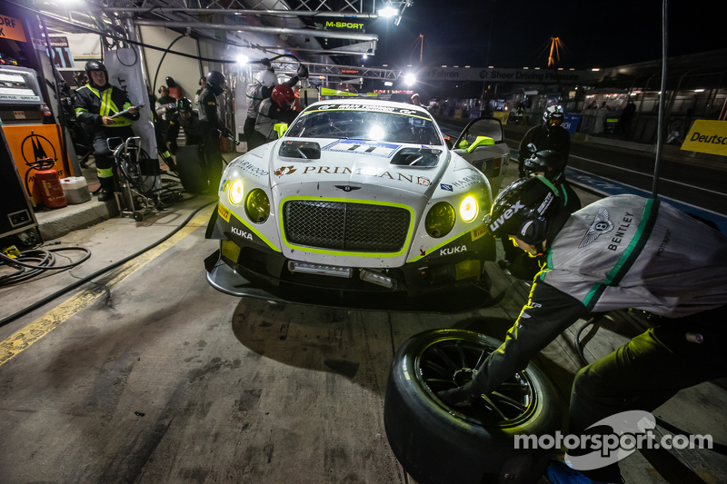 Піт-стоп для #11 Bentley Team HTP Bentley Continental GT3: Harold Primat, Christopher Brück, Клеменс