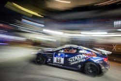 Pit stop untuk #88 Stadavita Racing Team Aston Martin Vantage V8 GT4: Scott Preacher, Robert Thomso