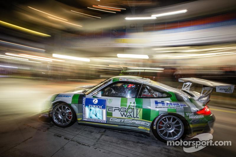 Pit stop for #74 Getspeed Performance Porsche 997 GT3 Cup: Ulrich Berg, Patrik Kaiser, Maxence Mauri