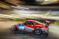 Pit stop for #75 Getspeed Performance Porsche 997 GT3 Cup: Adam Osieka, Dieter Schornstein, Andy Sam