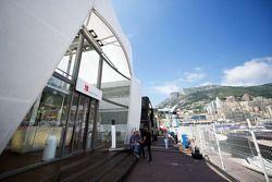 Sauber F1 Team motorhome en el paddock