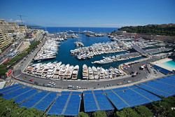 Barcos en el pintoresco Puerto de Mónaco