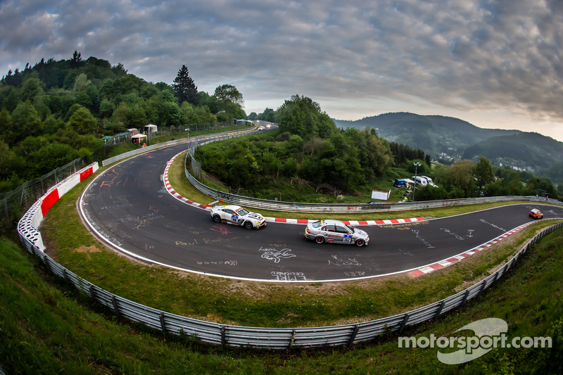 #182 Hipercars GmbH BMW 330i: Dale Lomas, Johan Sandberg, #6 Aston Martin Racing Aston Martin Vantag