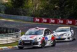 #152 Frikadelli Racing Renault Clio : John Shoffner, Janine Hill, Thomas Leyherr