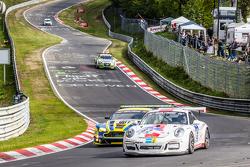 #62 GDL Racing Porsche 911 GT3 Cup: Paul Stubber, Vic Rice, Nicola Bravetti, Holger-Peter Fuchs, #7 Aston Martin Racing Aston Martin Vantage GT3: Stefan Mücke, Darren Turner, Pedro Lamy, Richie Stanaway