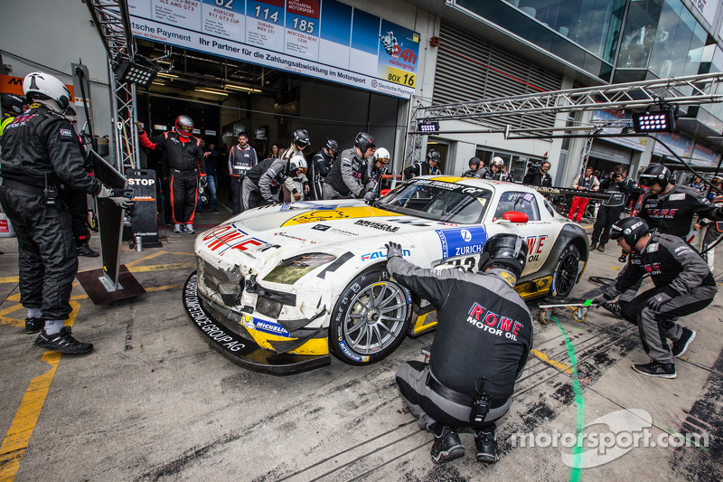 Boxenstopp für #23 Rowe Racing, Mercedes-Benz SLS AMG GT3: Klaus Graf, Christian Hohenadel, Nico Bas