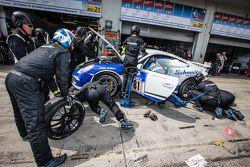 Pitstop voor #81 Porsche 991: Markus Horn, Felix Horn, Jean-Louis Hertenstein, Panagiotis Spiliopoul