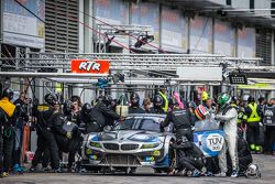 Pit stop for #18 Walkenhorst Motorsport BMW Z4 GT3: Henry Walkenhorst, Ralf Oeverhaus, Christian Bol