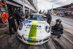 Arrêt aux stands pour la #162 Black Falcon Porsche 911 Carrera : André Kuhn, Christian Schmitz, Helmut Weber