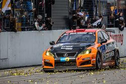 Zielflagge: #54 Team Lexus, Lexus ISF CCS-R: Helmut Baumann, Horst Baumann, Lorenz Frey, Fredy Barth