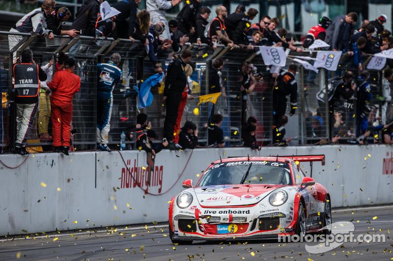 Checkered flag: #75 Getspeed Performance Porsche 997 GT3 Cup: Adam Osieka, Dieter Schornstein, Andy