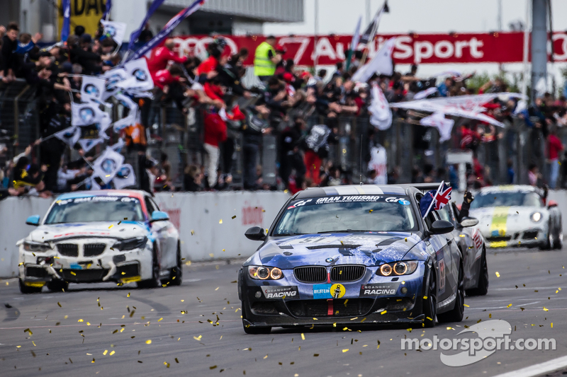 Zielflagge: #51 Adrenalin Motorsport, BMW 335i E92: Niels Borum, Maurice O'Reilly, Michael Eden, Wayne Moore