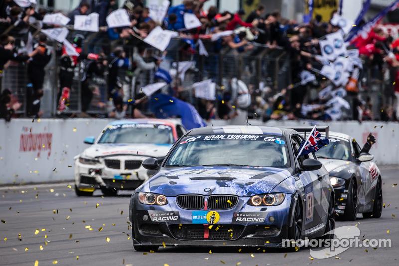 Zielflagge: #51 Adrenalin Motorsport, BMW 335i E92: Niels Borum, Maurice O'Reilly, Michael Eden, Way
