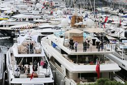 Лодки в порту Монако