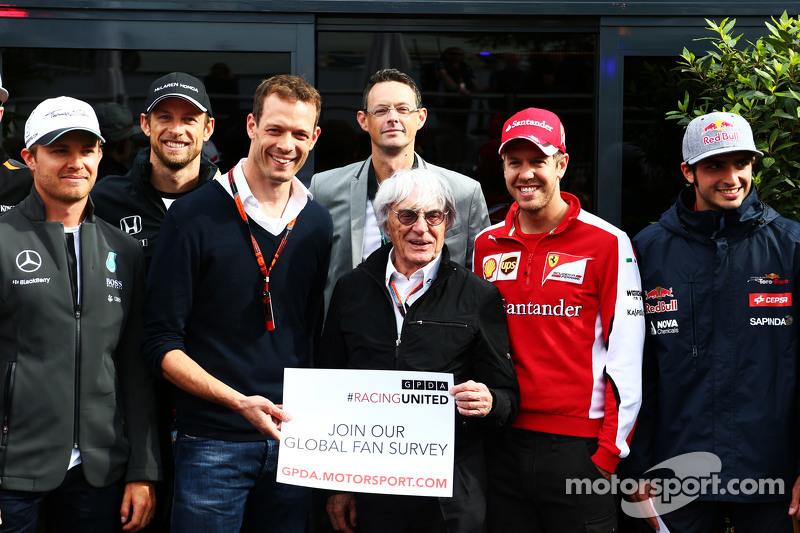 Bernie Ecclestone avec Alex Wurz, mentor des pilotes Williams et président du GPDA et les pilotes lancent le Sondage Global des Fans 2015 du GPDA