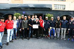 Bernie Ecclestone, Alex Wurz, Williams-Fahrercoach und GPDA-Vorsitzender, und Charles Bradley, Chefr