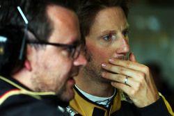 Пилот Lotus F1 Team Ромен Грожан и гоночный инженер Жюльен-Симон Шотам