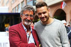 Слева направо: Эдди Джордан, обозреватель телеканала BBC, и участник группы One Direction Лиам Пейн