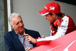 (De izquierda a derecha): Piero Ferrari, Ferrari Vicepresidente Esteban Gutiérrez, Ferrari Piloto de