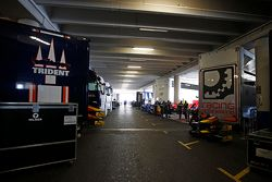 Bilici dei team Trident e Racing Engineering nel Paddock di GP2