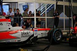 MP Motorsport prova un pit stop