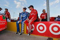 Trevor Bayne, Roush Fenway Racing Ford ve Justin Allgaier, HScott Motorsports Chevrolet
