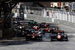 Рафаэле Марчелло, Trident опережает Александра Росси, Racing Engineering, на старте