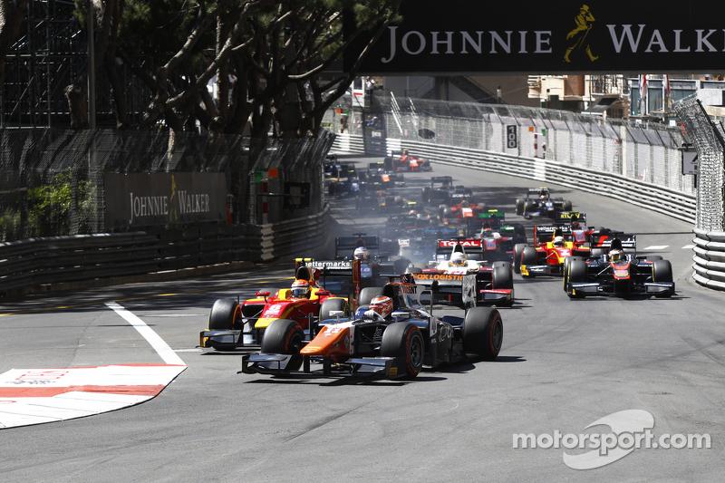 Raffaele Marciello, Trident leads Alexander Rossi, Racing Engineering at the start