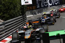Nick Yelloly, Hilmer Motorsport leads Artem Markelov, RUSSIAN TIME