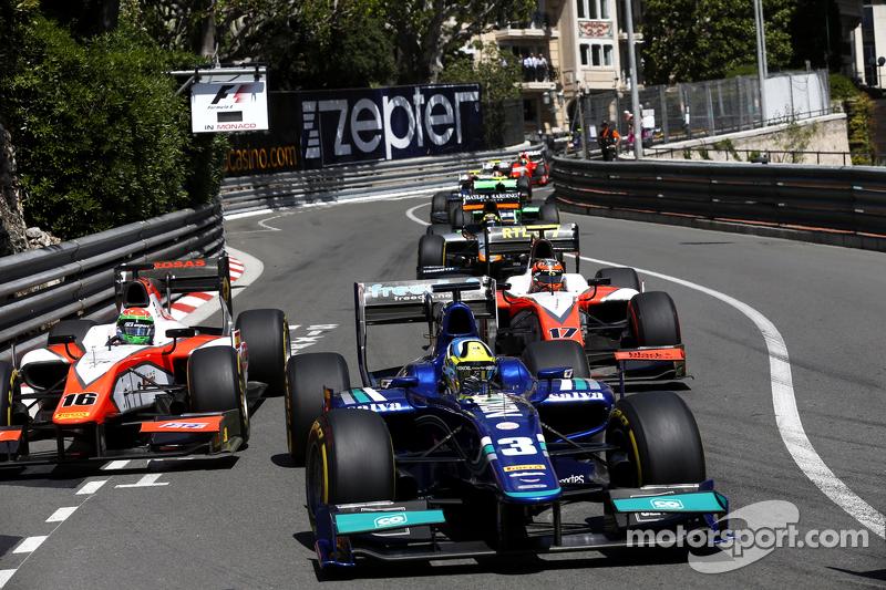 Julian Leal, Carlin leads Sergio Canamasas, MP Motorsport and Daniel De Jong, MP Motorsport