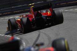Александр Росси, Racing Engineering едет впереди Стоффеля Вандорна, ART Grand Prix