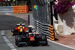 Stoffel Vandoorne, ART Grand Prix davanti a Alexander Rossi, Racing Engineering