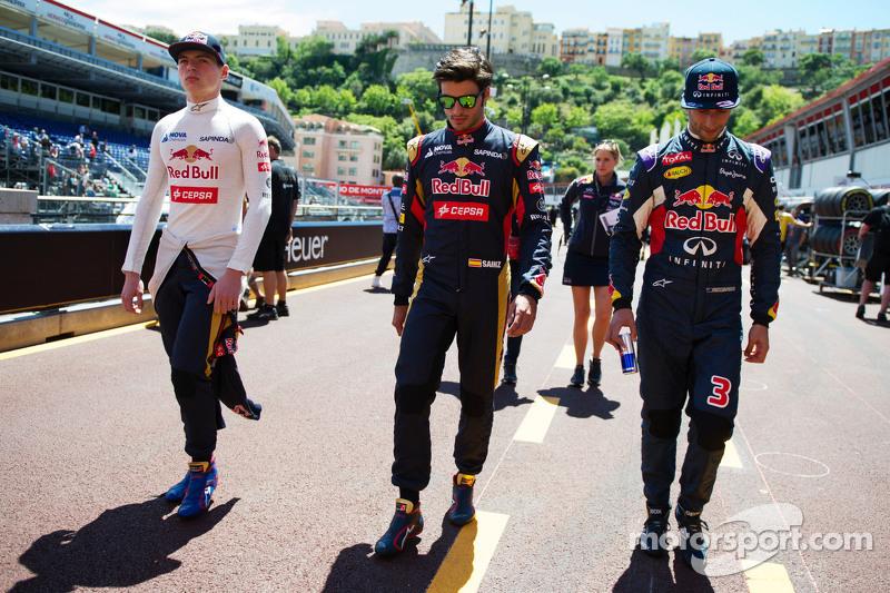 (I a D): Max Verstappen, Scuderia Toro Rosso con Carlos Sainz Jr., Scuderia Toro Rosso y Daniel Ricciardo, Red Bull Racing