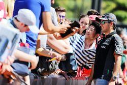 Sergio Perez, Sahara Force India F1, met fans