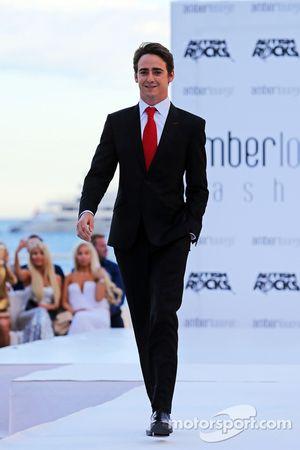 Эстебан Гутьеррес, тестовый и резервный пилот Ferrari на шоу Amber Lounge Fashion