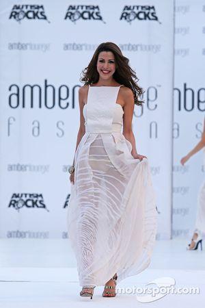 Tamara Boullier, esposa de Eric Boullier, Director McLaren Racing, en el Amber Lounge Evento de Moda