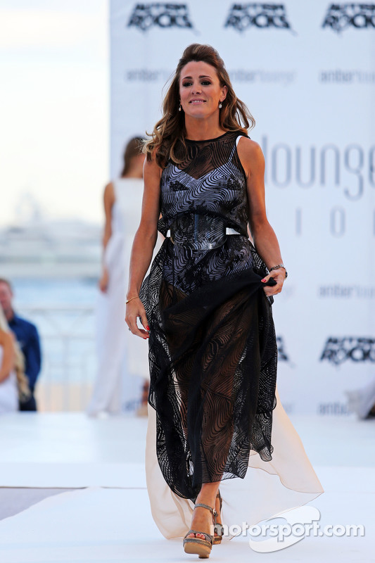 Наталі Пінкам, Sky Sports Коментатор at the Amber Lounge Fashion Show