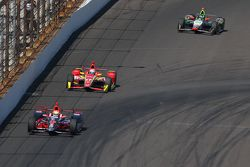 Justin Wilson, Andretti Autosport Honda, Sebastian Saavedra, Chip Ganassi Racing Chevrolet et Townsend Bell, Dreyer and Reinbold Racing Chevrolet