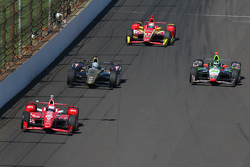 Scott Dixon, Chip Ganassi Racing Chevrolet and Ryan Briscoe, Schmidt Peterson Motorsports Honda, Tow