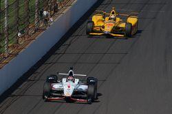 Will Power, Team Penske Chevrolet and Ryan Hunter-Reay, Andretti Autosport Honda