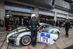 Pit stop for #178 Black Falcon Porsche Cayman: Sören Spreng, Aurel Schoeller, Christian Raubach