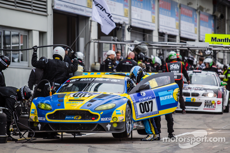 Pit stop for #7 Aston Martin Racing Aston Martin Vantage GT3: Stefan Mücke, Darren Turner, Pedro Lam