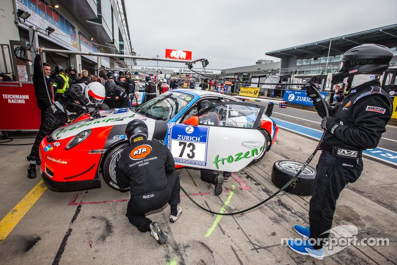 Boxenstopp für #73 Teichmann Racing, Porsche 997 GT3 Cup: Torleif Nytroeen, Morten Skyer, Antti Buri, Kari-Pekka Laaksonen