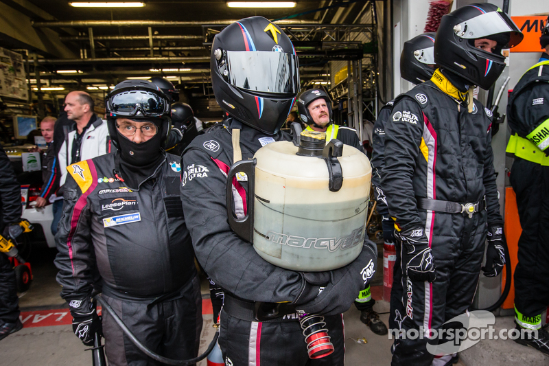 Marc VDS Racing team members ready for a pit stop