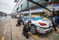 Pit stop for #252 Bliss Autosport Opel Astra OPC Cup: Roland Poulsen, Axel Duffner, Oliver Bliss